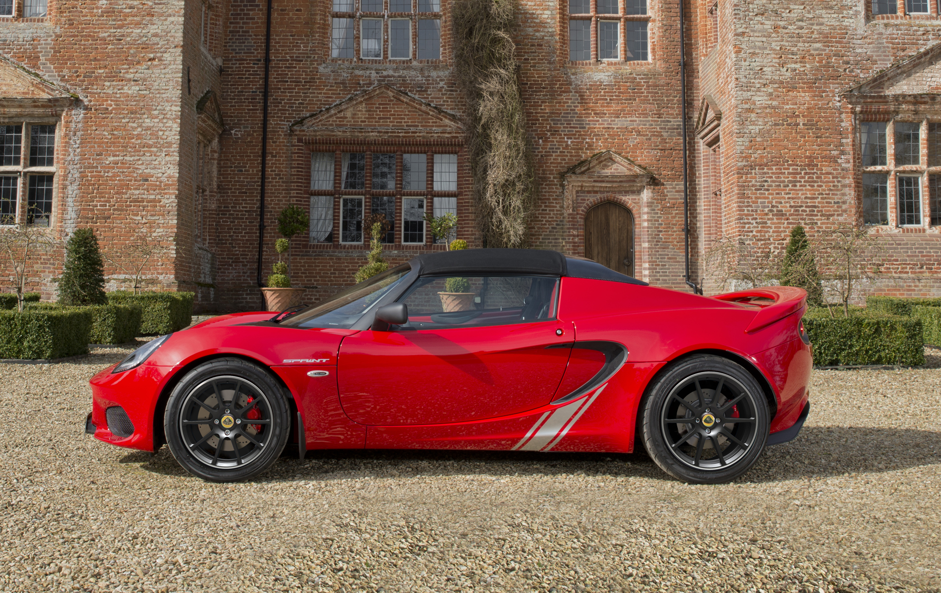 The Sprint edition of the Lotus Elise has removed 41 kg from the previous  model, to reach a benchmark dry weight of just 798 kg.